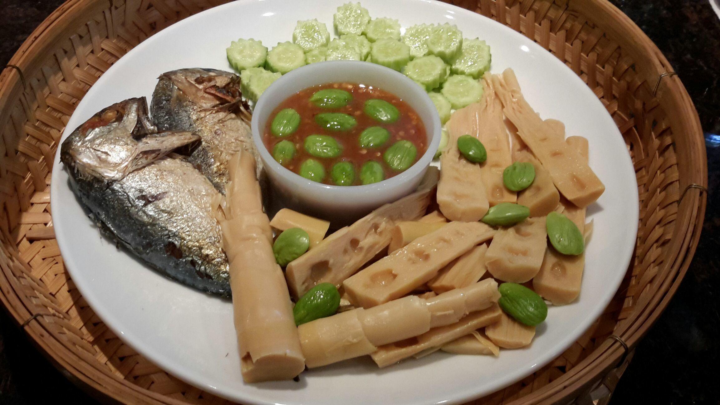 Set happy meal : Nam Prik Kapi ..น้ำพริกกะปิ ปลาทูทอด