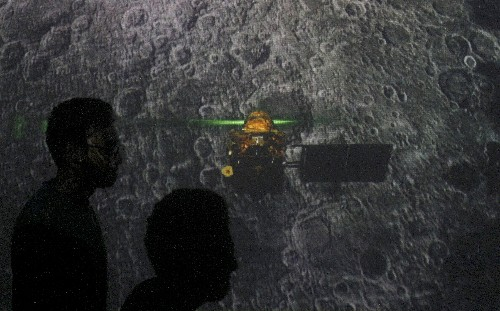 India loses contact with spacecraft on mission to the moon