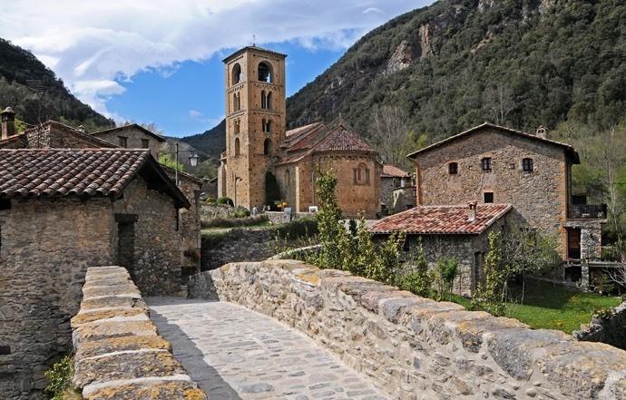 Pueblos Medievales de los Pirineos - Magazine cover