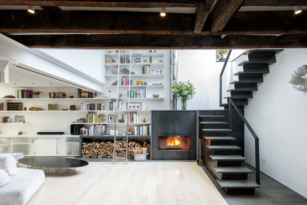 A Rooftop Addition on a 19th-Century Building Suits a Growing Family's Needs