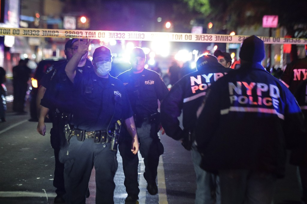 Police: NYPD officer ambushed, man who stabbed him shot