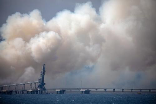 Australian bushfires ease, promise reprieve to build defenses