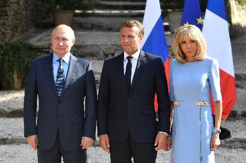 """Poutine dit à Macron ne pas vouloir de """"Gilets jaunes"""" à Moscou"""