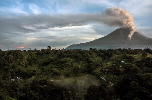 THE SELECTS: Mount Sinabung Erupts