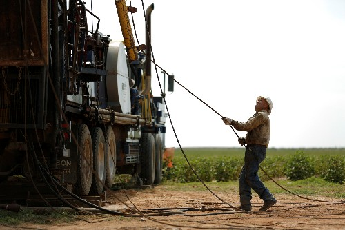 'Broken system' starves U.S. oil boom of immigrant workers