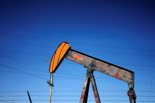 Oil rises on escalating U.S.-Iran tensions; trade war concerns weigh