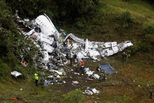 Identifican primeras víctimas de siniestro aéreo en Colombia, grabación revela falta combustible