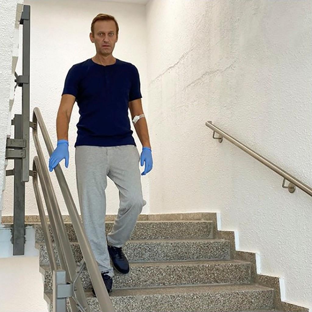 Merkel visited Kremlin critic Navalny in hospital: Spiegel