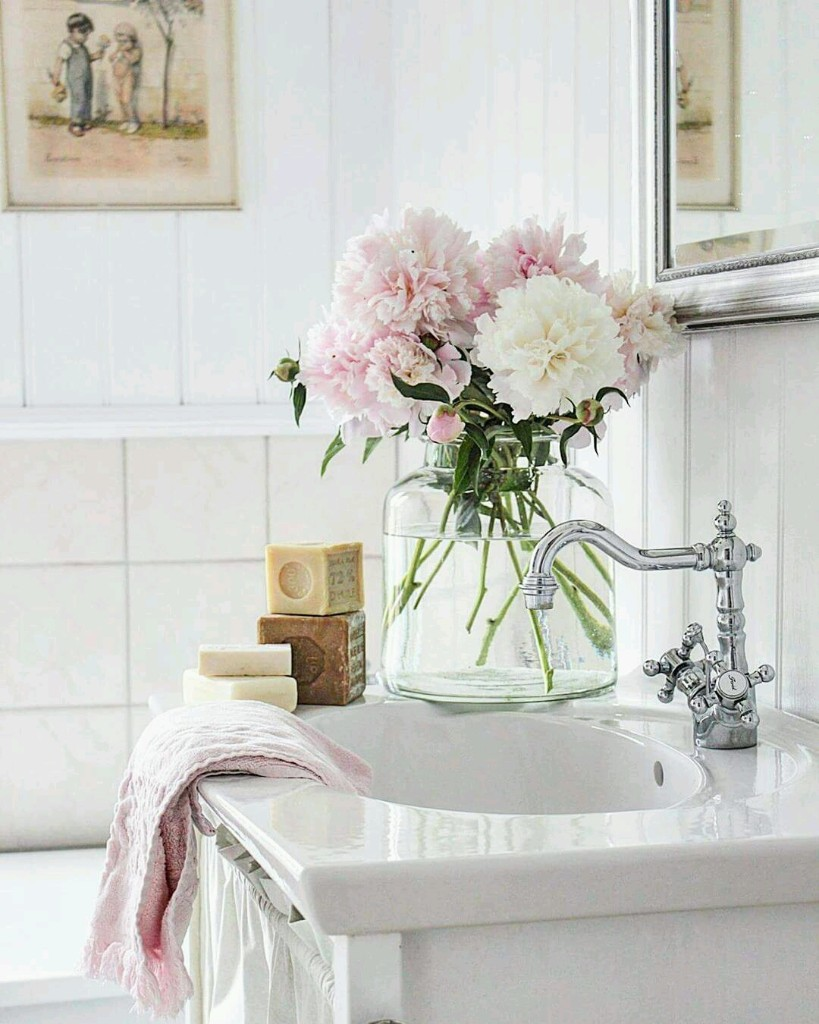 COLLECTIONS OF BATHROOMS AND BEDROOM DESIGNS - Cover