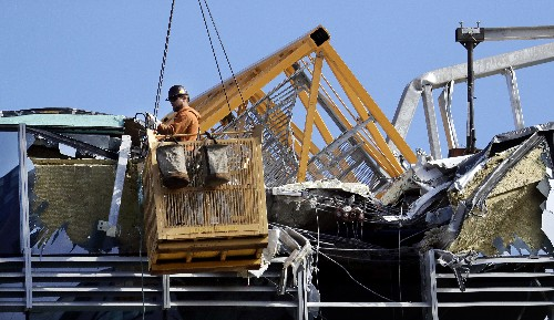 Experts: Missing pins possibly caused Seattle crane collapse