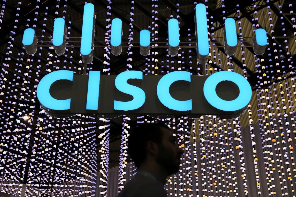 Cisco beats fourth-quarter revenue estimates