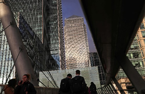 UK businesses plan to raise pay by most since 2012: CIPD