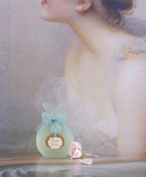 Все души пахнут по - разному... часто с ясновидением идёт ясноароматика, уникальная способность чувствовать энергетику как аромат... Некоторые души пахнут как экзотические цветы, а другие - как сладкий мёд с тёплым хлебом... А как пахнёт ваша душа? #душа #энергетика #любовь #женский