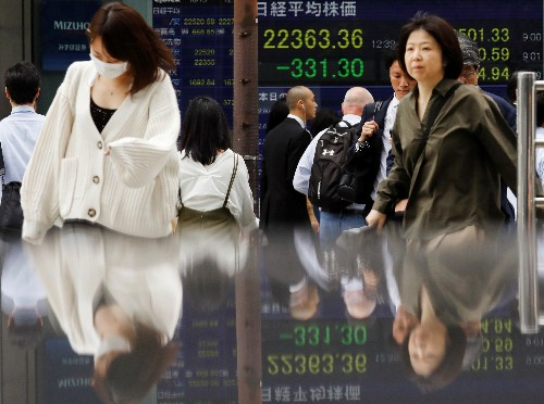 Asia shares shaken, yen jumps on China-U.S. trade jitters