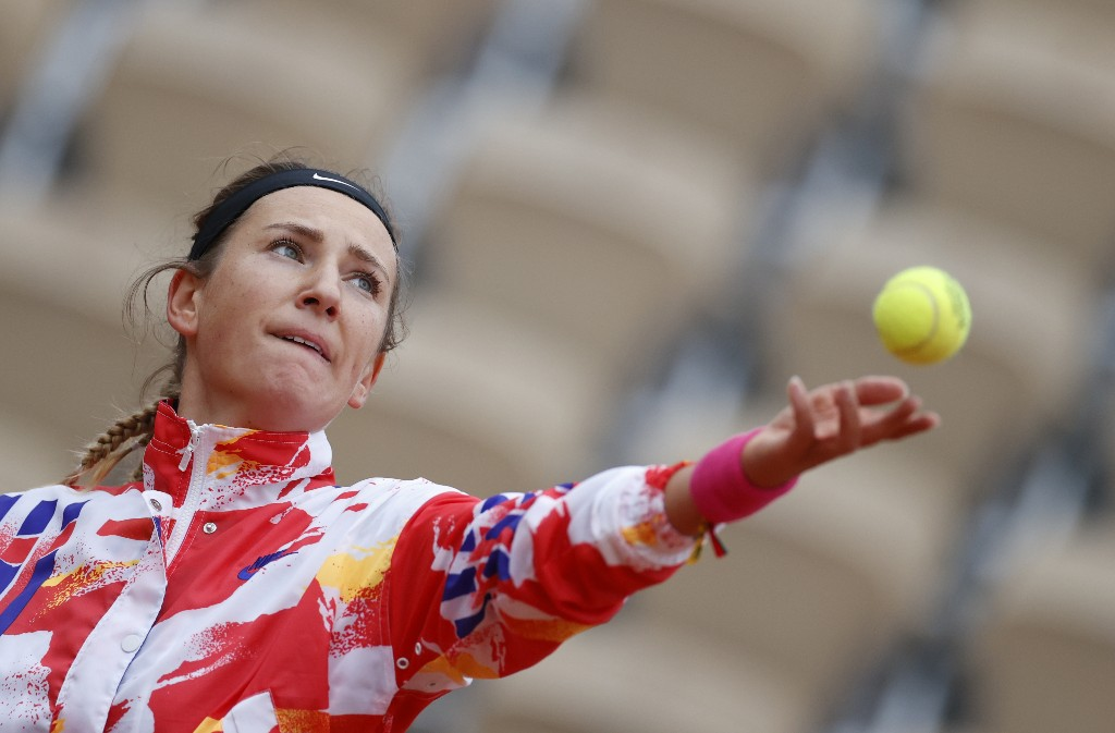 Azarenka thrashed by Schmeidlova at French Open