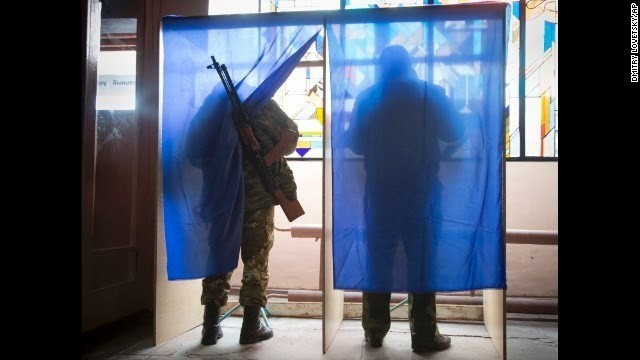 Ukraine accuses Russia of sending dozens of tanks into its territory