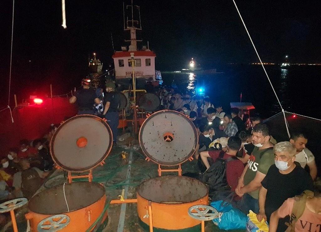 تركيا تقول إنها قبضت على 276 شخصا في عملية تهريب للمهاجرين