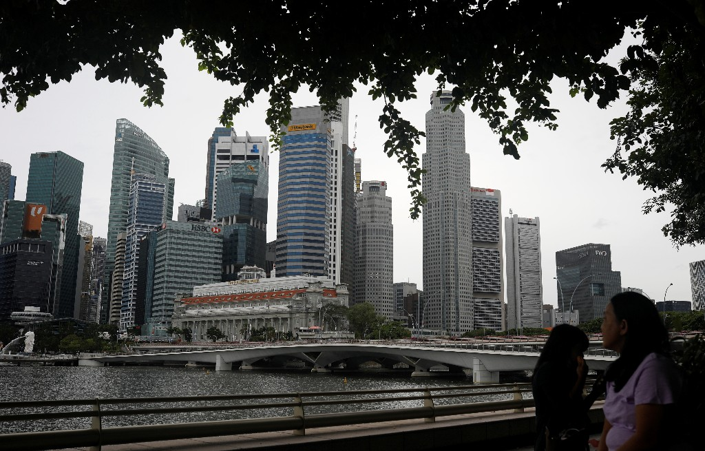 Singapore warns of slow recovery as virus slams Asia's exporters