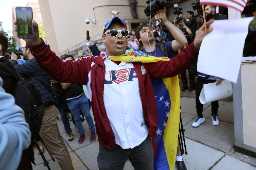 U.S. federal agents arrest protesters occupying Venezuelan Embassy