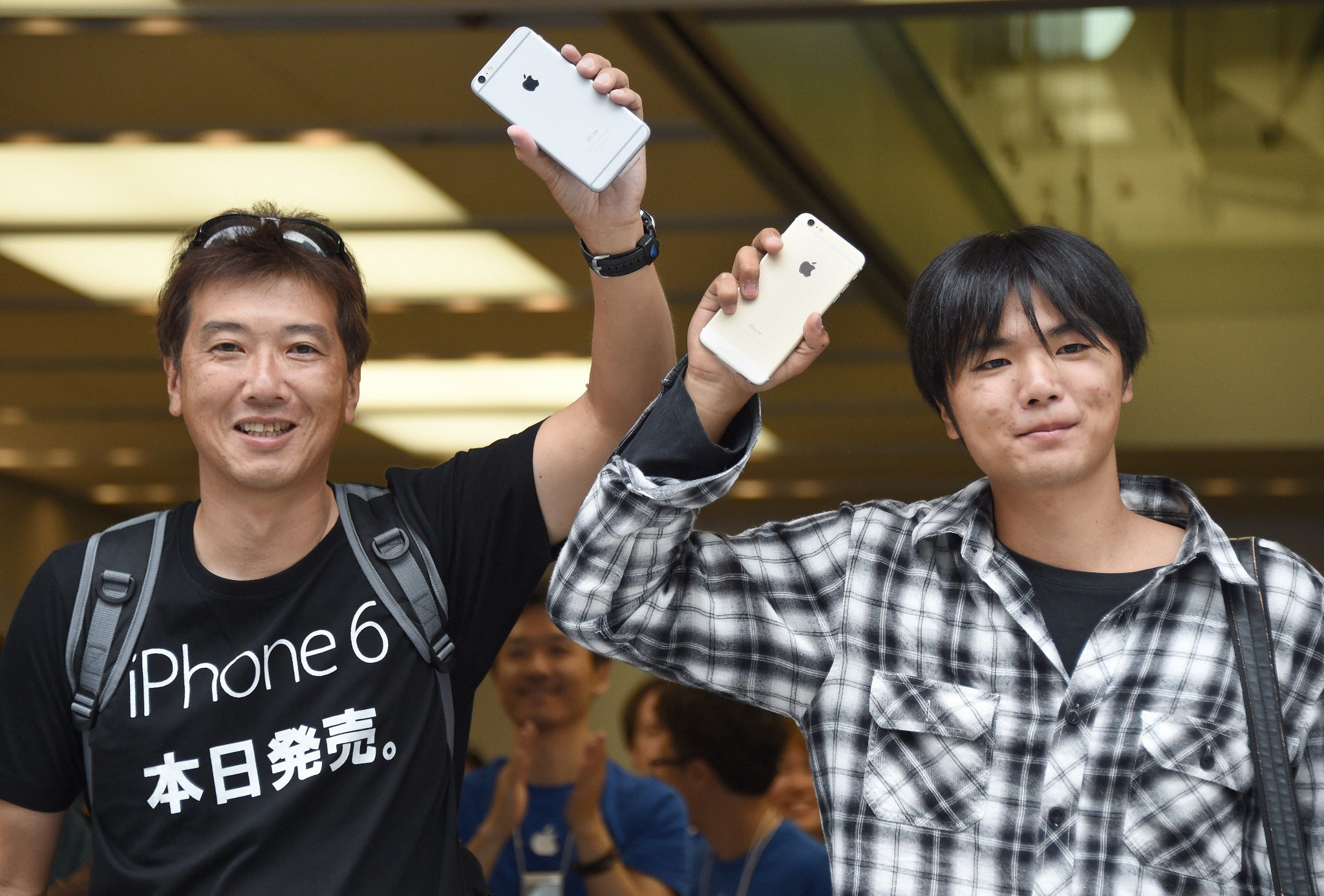 Apple iPhones outsell Samsung smartphones in last quarter of 2014