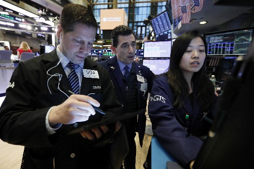 Stocks edge higher on mixed bag of corporate earnings