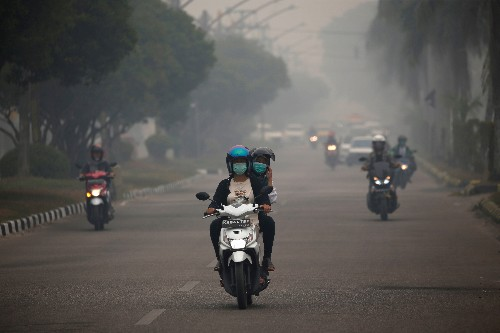 'Dangerous' air pollution in Indonesia's Borneo leads to school closures