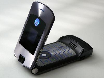 Lenovo to bring back Motorola Razr flip-phones to challenge new Nokia 3310?