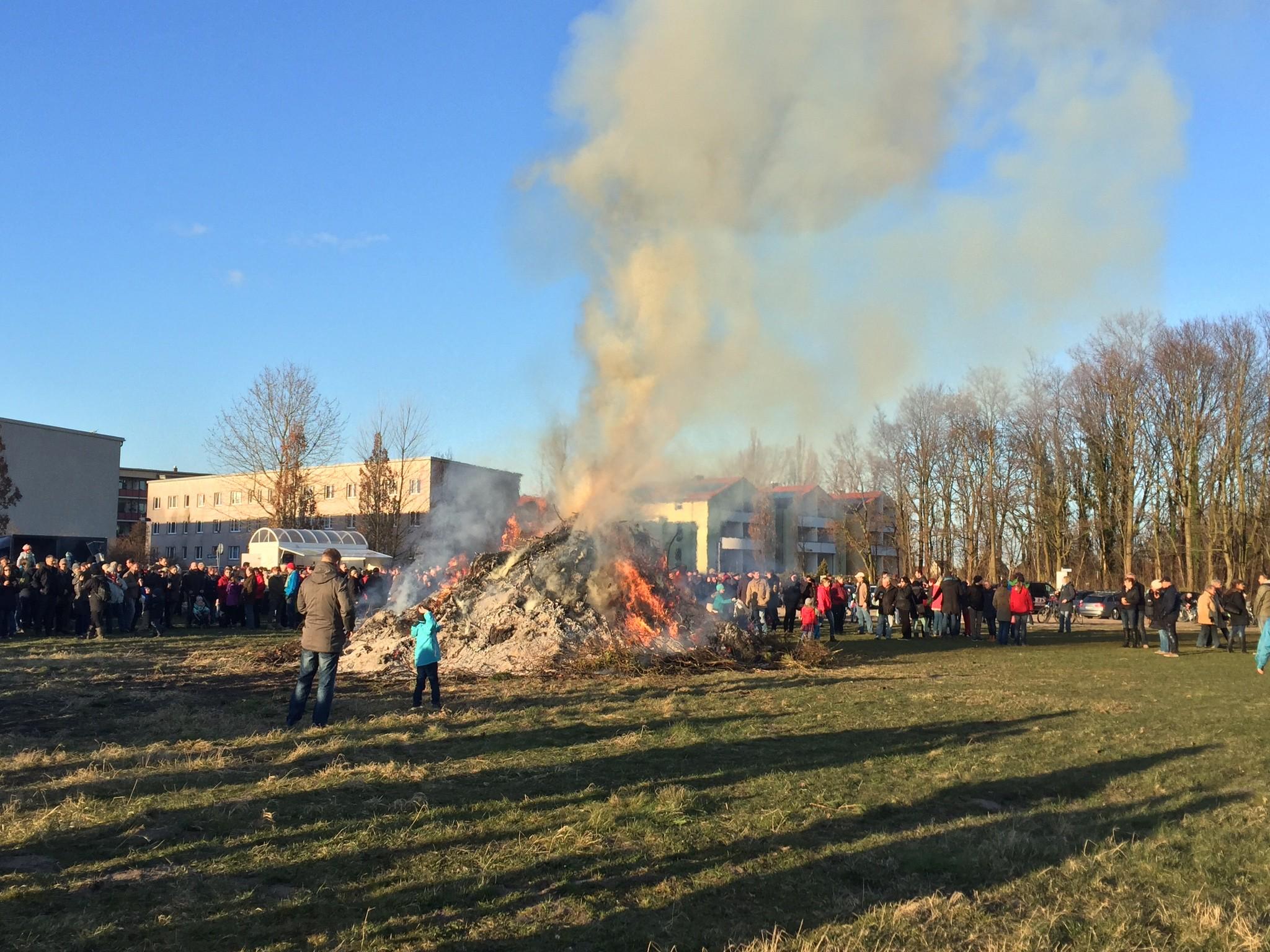 Osterfeuer auf der Festwiese