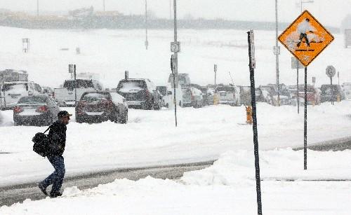 Snowstorm blasts U.S. Northeast, scuttling flights