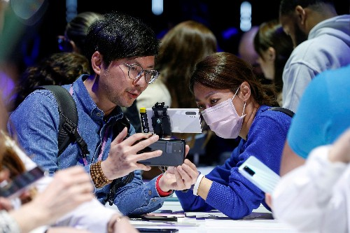 Samsung poised to benefit from China virus woes afflicting Apple, other rivals