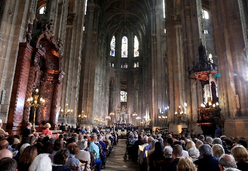 At Easter mass, Parisians pray for Notre-Dame's swift restoration