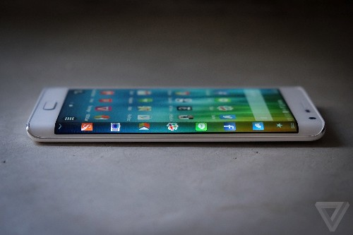 Samsung takes aim at Apple Pay with LoopPay acquisition