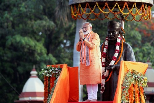 Modi faces fight in Maharashtra that could decide majority
