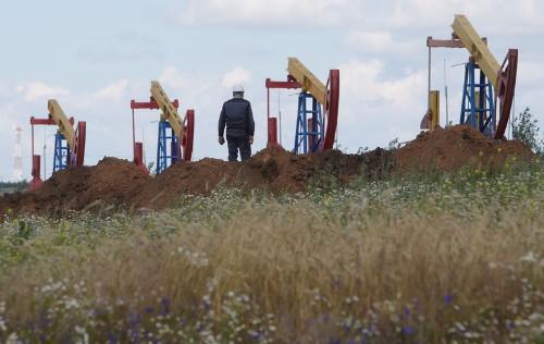 Добыча нефти в РФ 1-18 апр составила 11,24 млн барр/сут -- источник