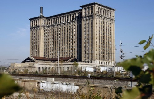 Ford to redevelop symbol of Detroit decline to house tech workers