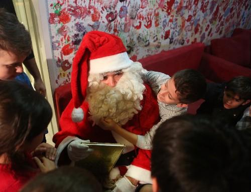 Santa Visits Migrant Children in Berlin: Pictures