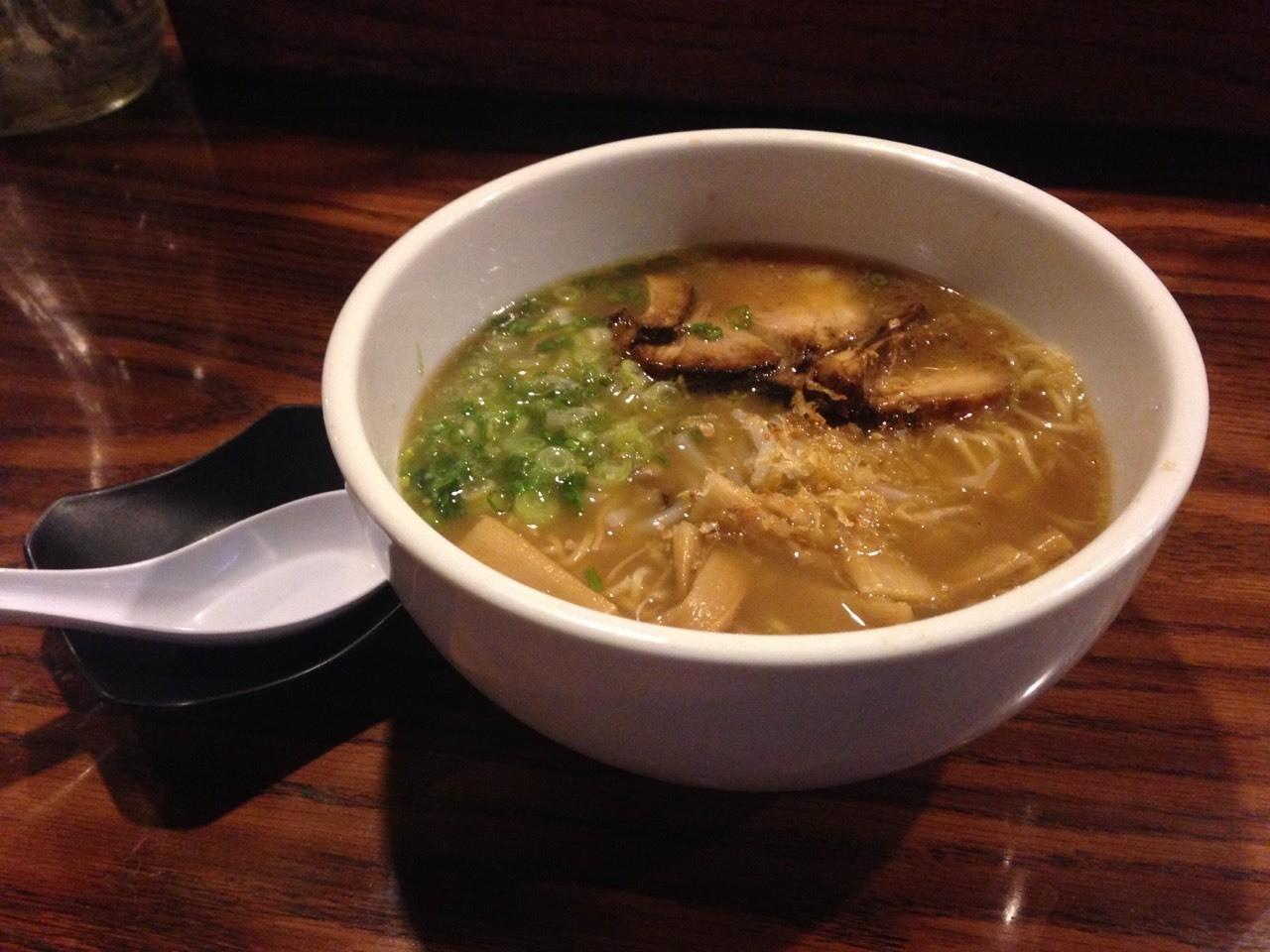 LA little Tokyo 的日式拉面。越来越觉得日式拉面都是酱油味了哈哈哈