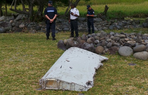 Debris Possibly from MH370 Found: Pictures