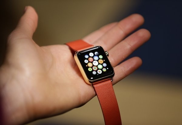 Apple is only letting its best employees sell the $10,000 Apple Watch in stores