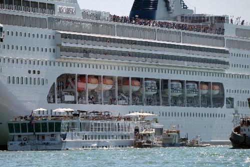 Un crucero choca con un barco turístico en Venecia; cuatro personas heridas