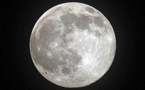 China prepares for manned moon landing