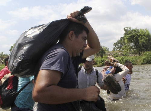 Migrants' hopes dashed in Mexico when bus offer reversed