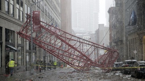 Crane collapse claims life in New York City