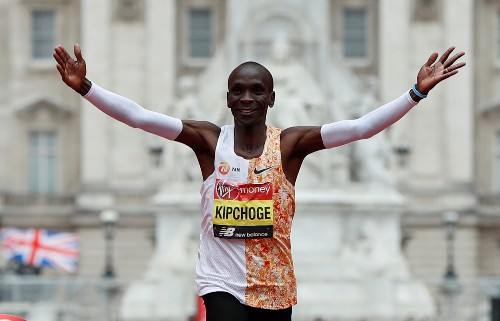 Athletics: Kipchoge strides to fourth London Marathon title, as Farah struggles