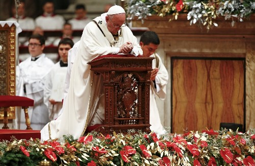 Pope Francis Welcomes in Christmas: Pictures