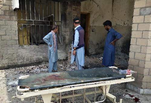 Pakistani hospital hit by female suicide bomber, 9 killed