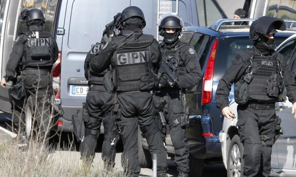 Marseille housing estate sealed off amid drug-gang shootout