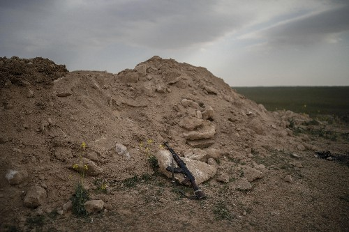 IS militants cling to last square mile in eastern Syria
