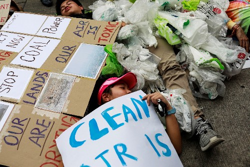 Young climate strikers 'drop dead' at Thai environment ministry
