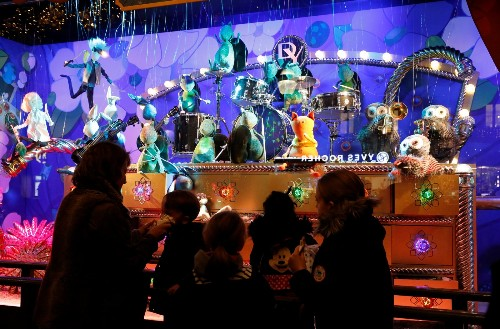 Christmas Window Displays Around the World: Pictures